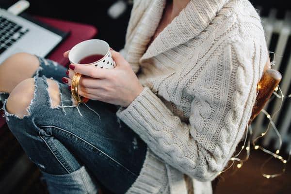 Boisson chaude et pull en laine, c'est l'hiver !