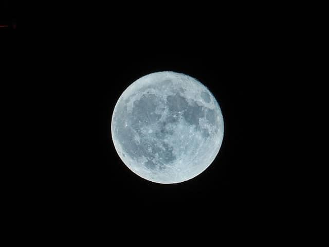 lune, dont la déesse a donné le nom à la sélénite