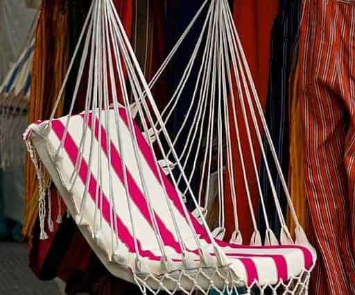 Hamac fauteuil, siège hamac suspendu rouge et blanc avec une barre