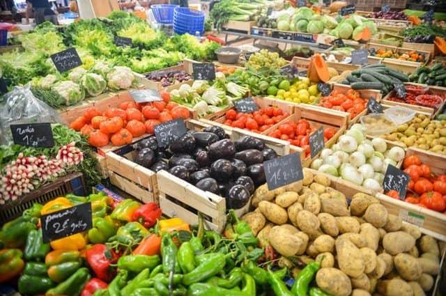 Fruits et légumes bio sur un marché