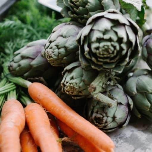 Légumes de mai : carottes, artichaut